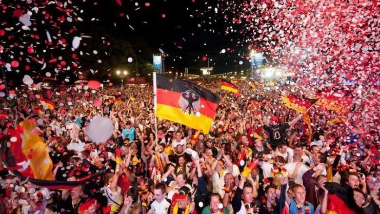 Немецкие футбольные болельщики