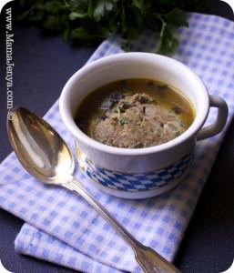 Баварский суп с печёночными кнёделями
