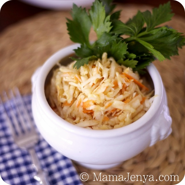 Витаминный салат из сельдерея с яблоком