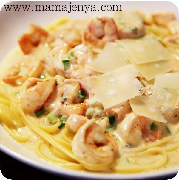 Спагетти в сырном соусе с креветками